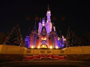 wallcoo.com_Disneyland_Christmas_Night_Fantasy_tdl-xmas06-32