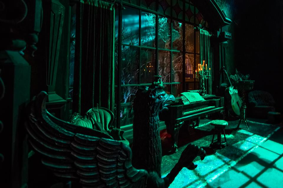 Inside the Haunted Mansion, a Photo Opportunity! 1