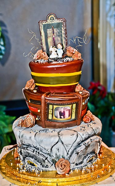 For the couple who loves all things scary, a Tower of Terror-inspired cake is just the right theme.