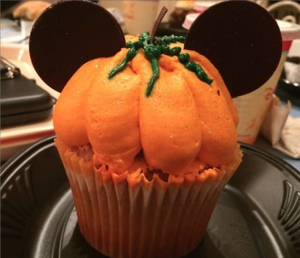 Disneyland Pumpkin Food Crawl 16