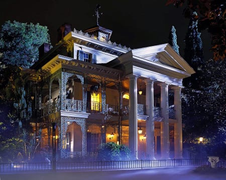 Did you hear about the REAL ghosts inside the Haunted Mansion? Spooky! 6