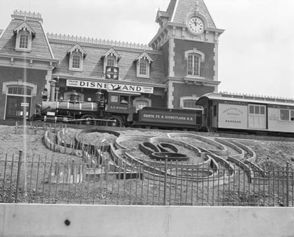 Building the Dream: The Making of Disneyland Park – Floral Mickey 4