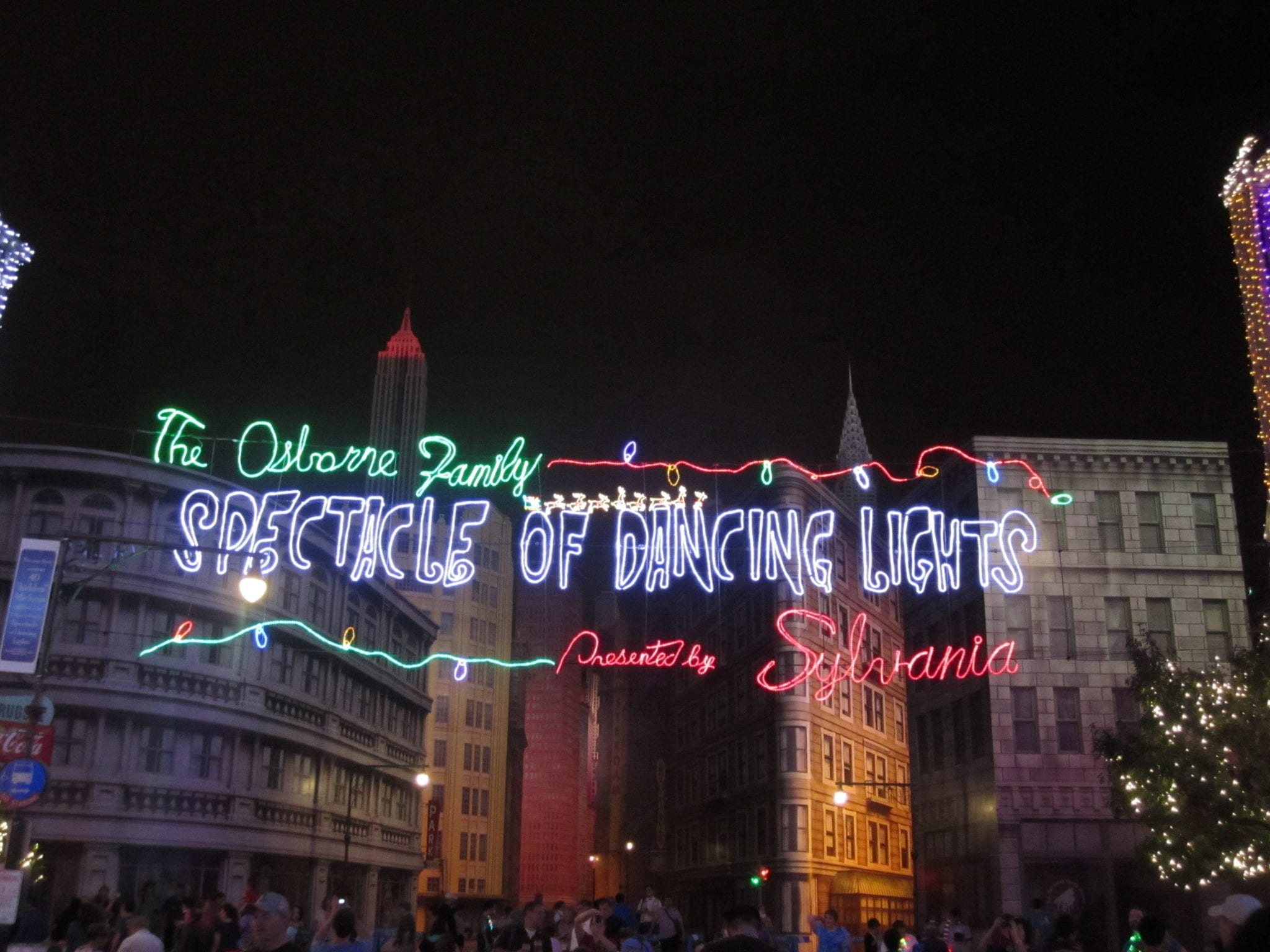 TMSM Explains The Osborne Family Spectacle of Dancing Lights 5