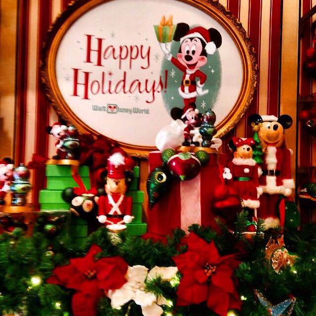 Christmas is already appearing at Magic Kingdom! 1