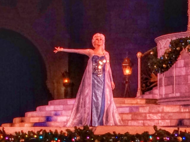 The Very First Castle Lighting for 2014 at the MK ~ A Frozen Holiday Wish (Video) 4