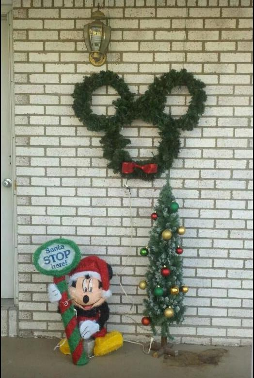 Fleece Mickey Wreath ~ How To Make Your Own! 5