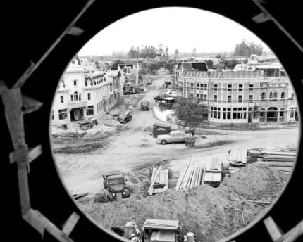 Building The Dream: The Making of Disneyland Park – A Unique View of Town Square 3