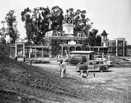 Building the Dream: The Making of Disneyland Park – City Hall 7
