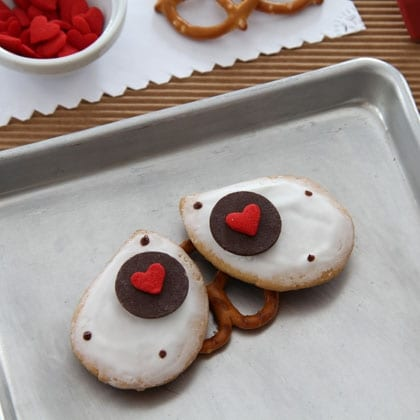 Sweet Valentine Wall-E Cookies ~ Here's how to make them! 6