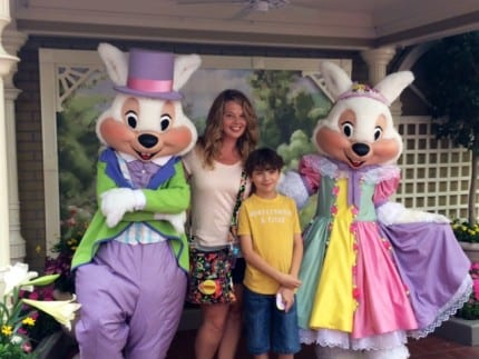 Special Character Greetings Hop To Magic Kingdom Park For Easter 4