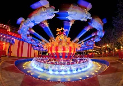 fantasyland_dumbo_night_disneyland