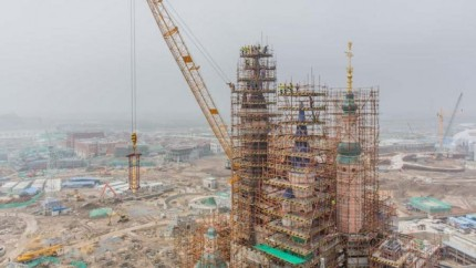New Construction Milestone as Golden Spire Tops Enchanted Storybook Castle at Shanghai Disney Resort 10