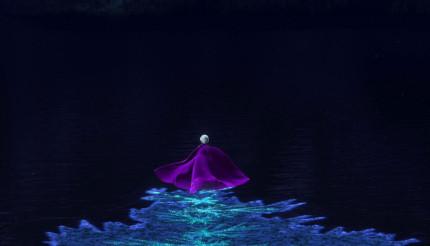 Elsa-Running-in-Frozen