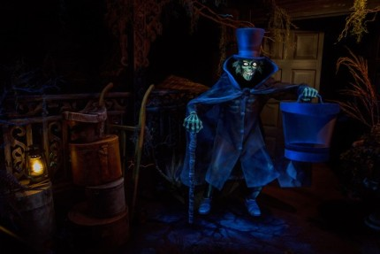 Behind the Scenes: Hatbox Ghost Reappears in Haunted Mansion at Disneyland Park 2