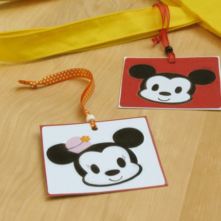 Make Your Own Mickey and Minnie Luggage Tags! 5