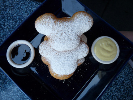 Disneyland Foodie Spotlight ~ Mickey Beignets 4