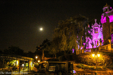 Take a Ride on the Haunted Mansion! (video) 1