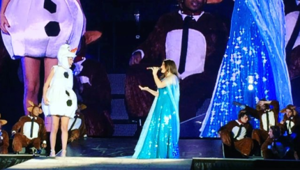 "Idina Menzel and Taylor Swift Sing ""Let It Go"" (VIDEOS) 1"