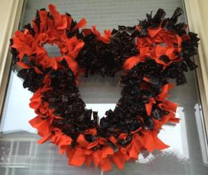 Fleece Mickey Wreath ~ How To Make Your Own! 1
