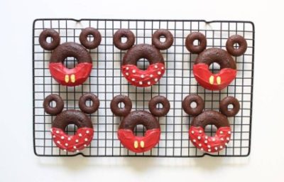 Make Your Own Mickey & Minnie Donuts 13