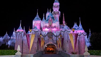 Mark Your Calendars For Disney Parks Holiday TV Specials Nov. 24 & 25, Dec. 25 8