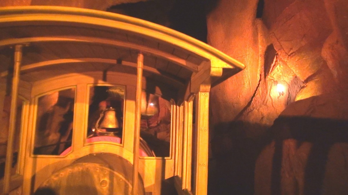 A Night Ride on Big Thunder Mountain Railroad, Magic Kingdom (video) 1