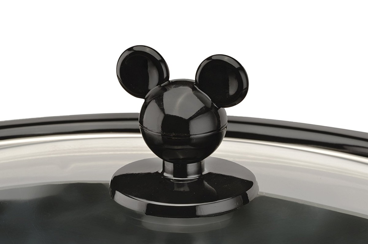 Mickey Mouse 5 quart Oval Slow Cooker with 20 oz Dipper 13