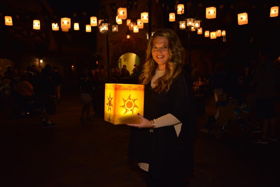 UPDATE ~ Get the Scoop on the Tangled Lantern Photo Spot at Magic Kingdom! 33