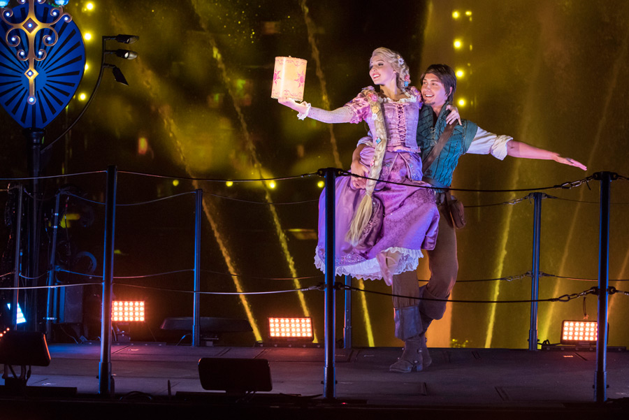 Disney Parks After Dark: Cool Down with the Hottest Show at Disneyland Park - 'Fantasmic!'