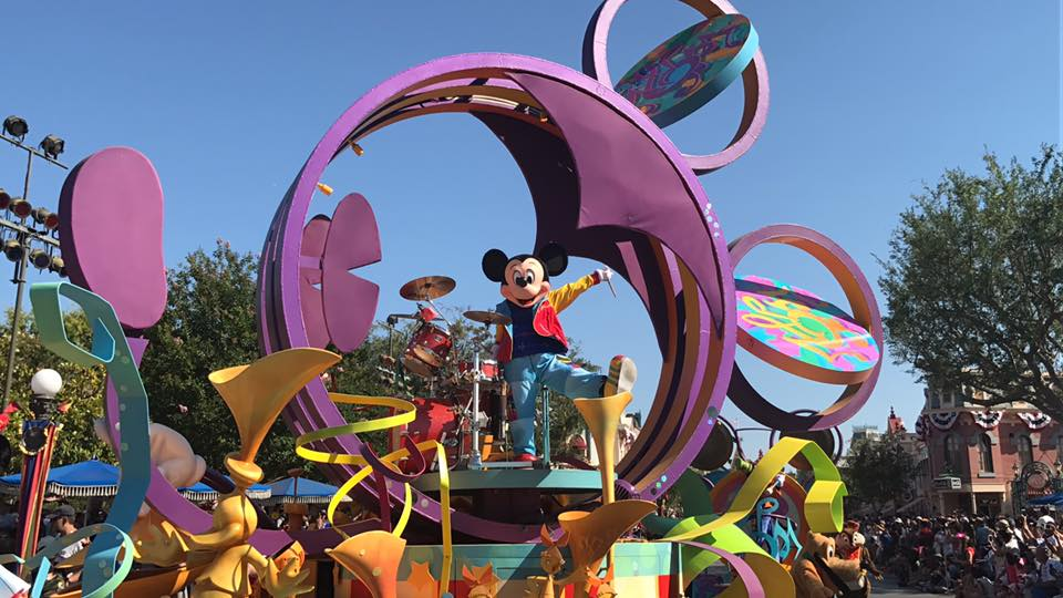 Disneyland Park, Mickey's Soundsational Parade 1