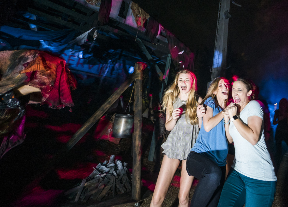 There's #NOWHERETOHIDE At HOWL-O-SCREAM 2017 3
