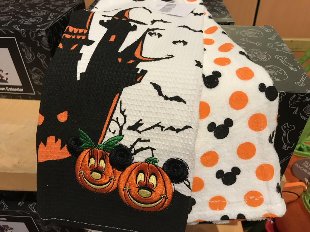 See the New Halloween Merchandise at Disney Parks Up Close! #BootoYou 7