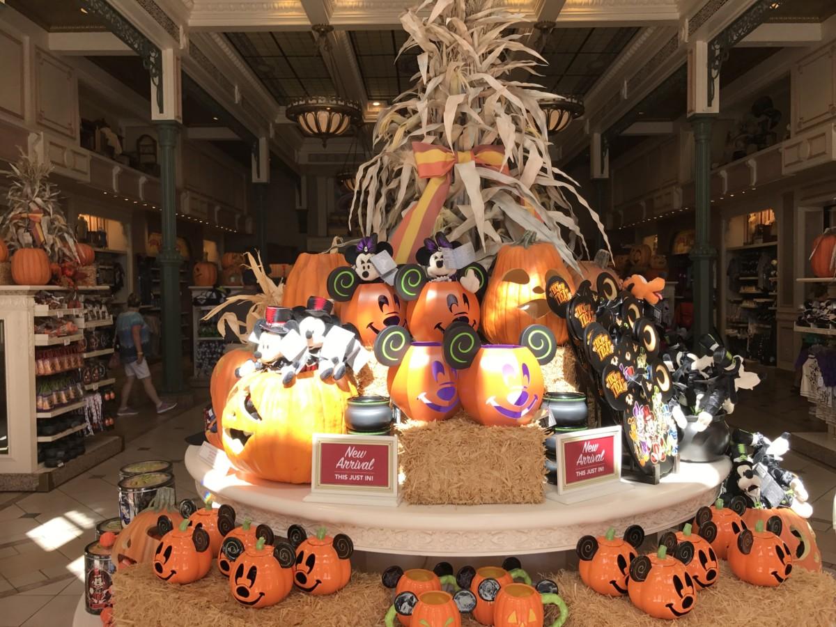 Halloween Decor at Disney's Magic Kingdom, See Pics Below #Halloween 5