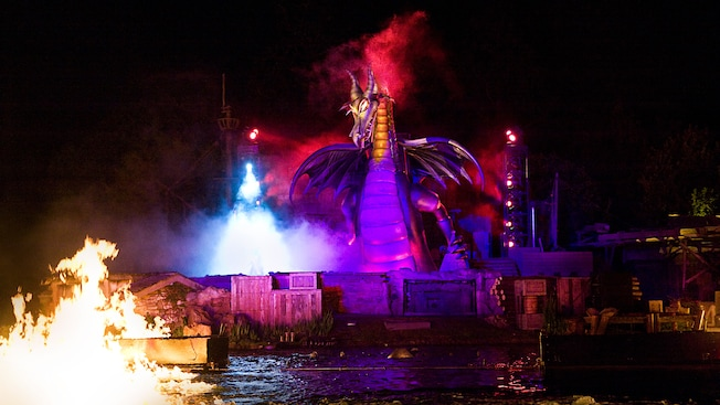 Cafe Orleans at Disneyland Park – The Place for 'Fantasmic!' Dining 9