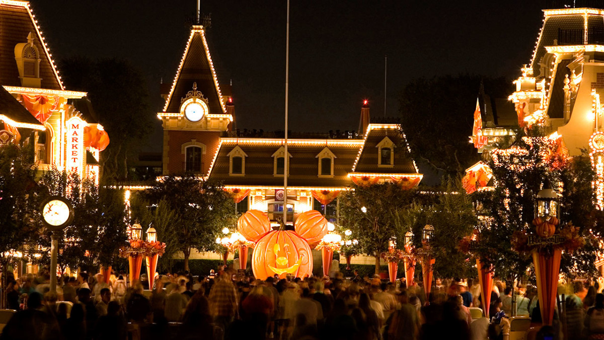 Buy Early and Save Plus More Tips for Mickey's Halloween Party at Disneyland Park 3