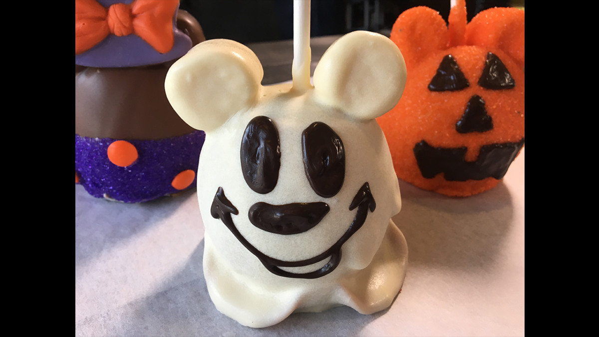 Halloween DIY: Make a Hauntingly Good Mickey Ghost Apple 5