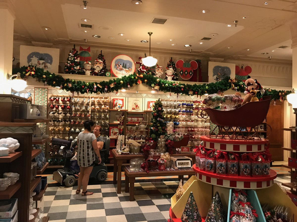 Christmas Decor at Disney's Hollywood Studios! 3