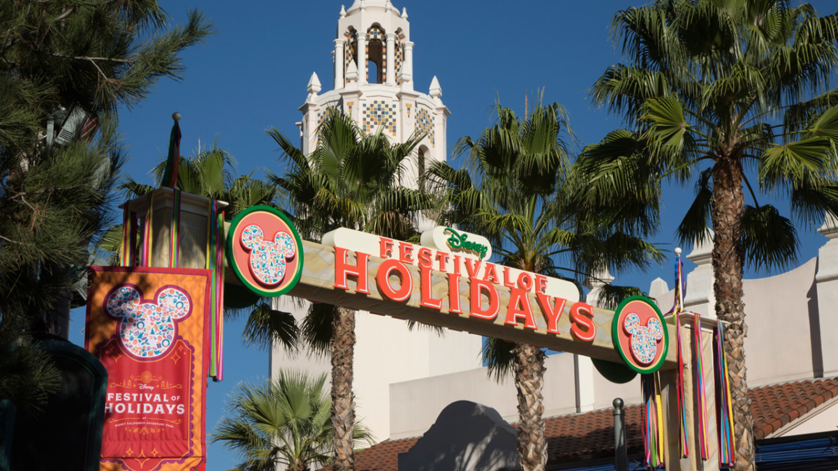 What's New for Holidays at the Disneyland Resort, Returning November 10 through January 7 10