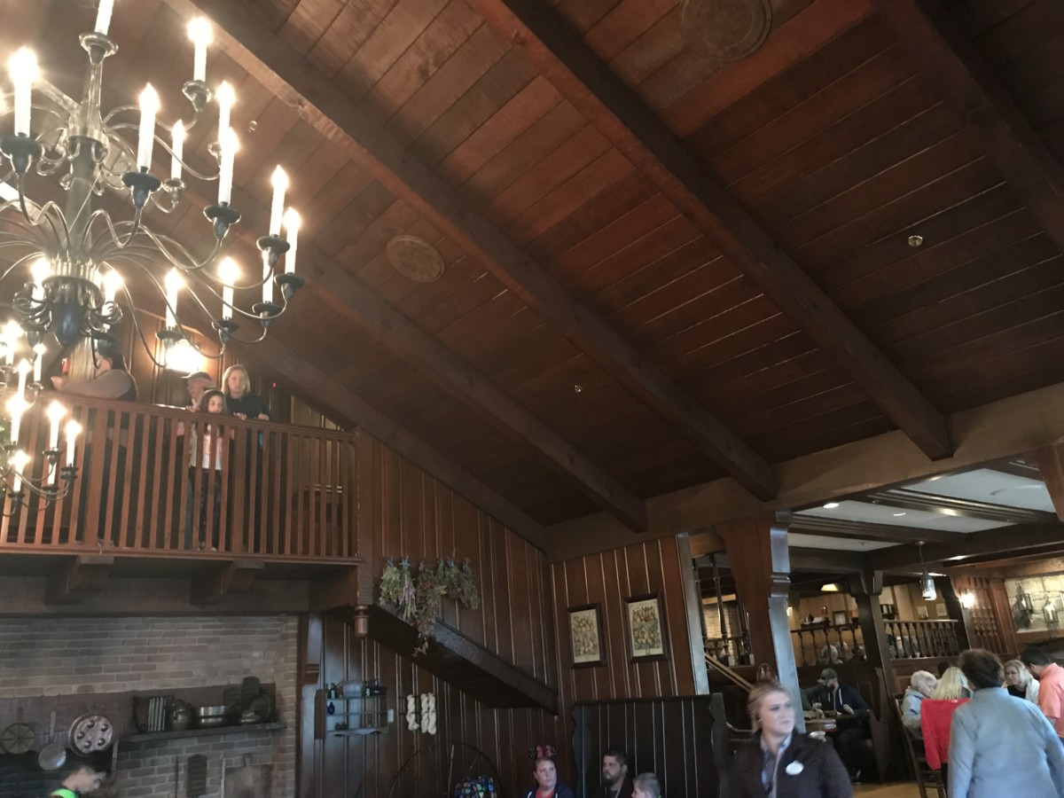 A Quick Look at Liberty Tree Tavern, Magic Kingdom 2