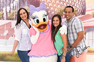 Celebrate National Handwriting Day by Adding Disney Character Signatures to your PhotoPass Photos