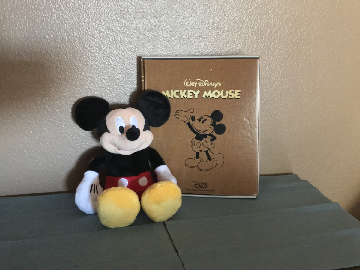 In Celebration Of Mickey's 90th Birthday, The D23 Gold Member Gift 15