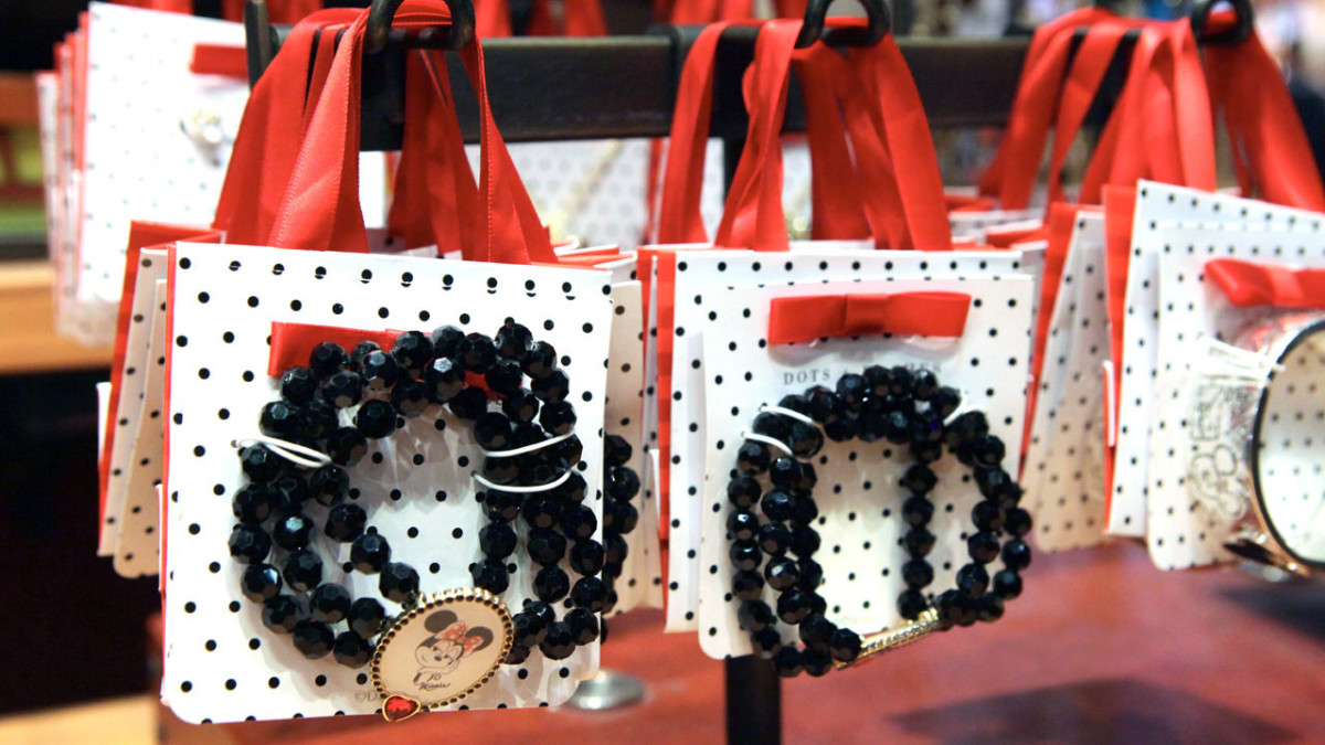 Simple Change to Jewelry Packaging Makes Gift Giving Easy at Disney Parks 1