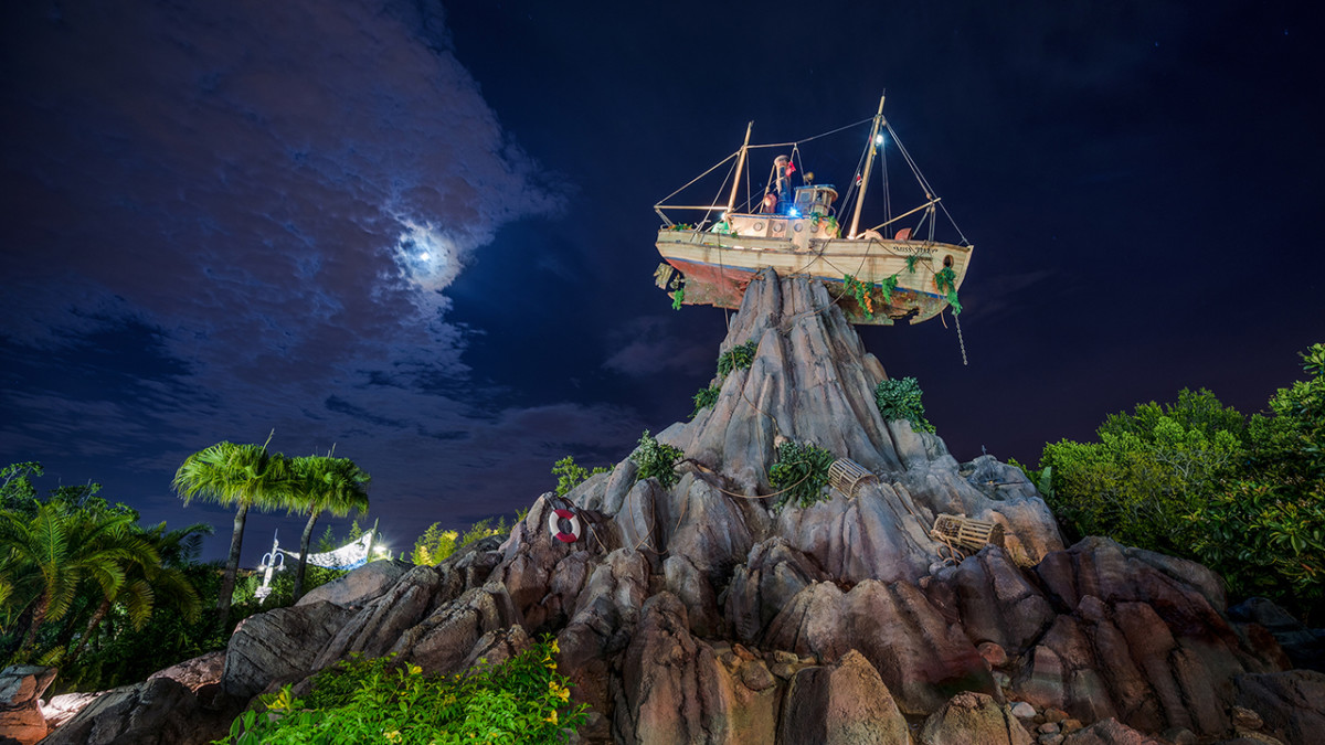Incredible Summer Lights Up Disney's Typhoon Lagoon With Disney H20 Glow Nights 1