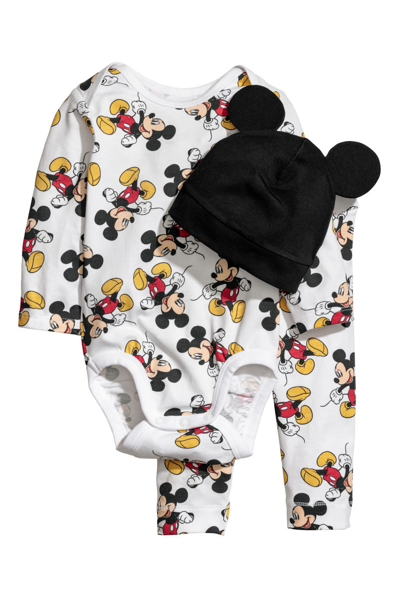 Disney Fun for the Whole Family at H&M! #DisneyStyle 8