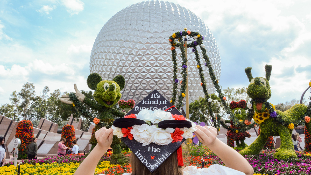 Commence the Graduation Photo Season with Disney PhotoPass Service 1