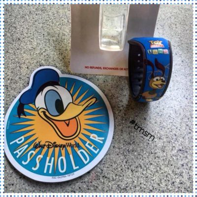 New at the Studios! Donald Duck Annual Passholder Magnet & Toy Story Land MagicBand! 8