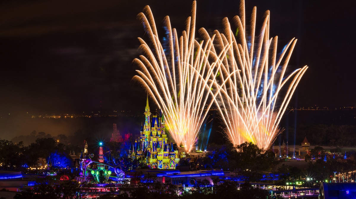 Enjoy Disney Nighttime Spectaculars With The Florida Resident Discover Disney Ticket and Fun & Sun RoomOffer 1