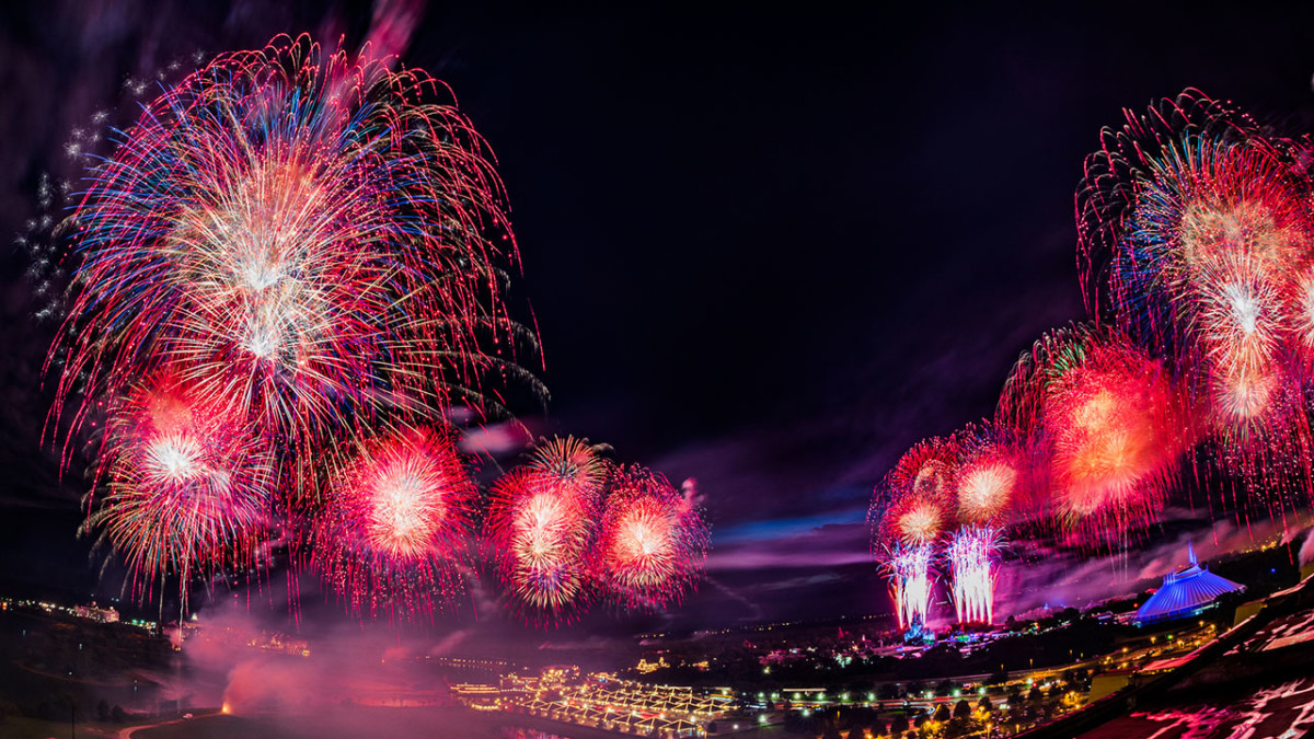 #DisneyParksLIVE: Watch Fourth of July Fireworks at Magic Kingdom Park 9:10 p.m. ET 1