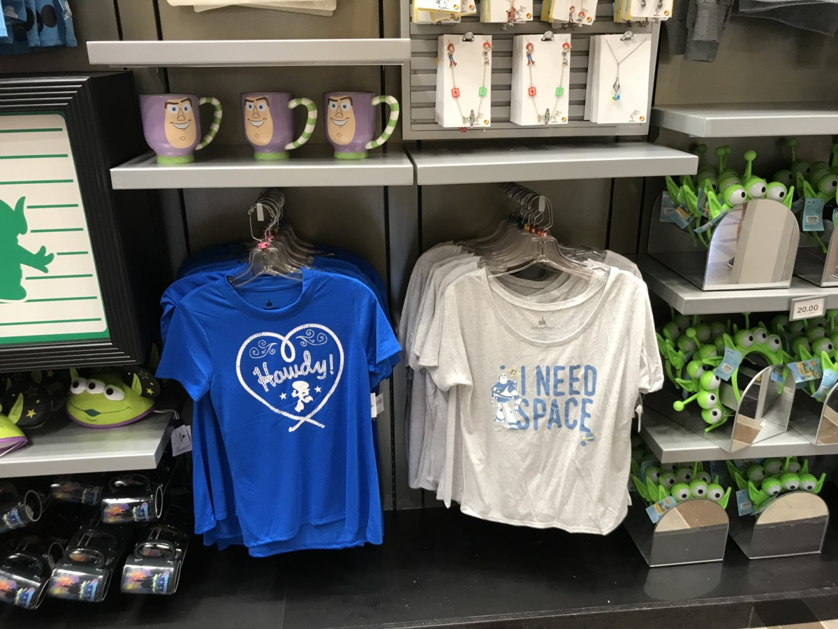 Browse the New Store, Tinseltown Trinket, at Disney's Hollywood Studios! #DisneyStyle 4