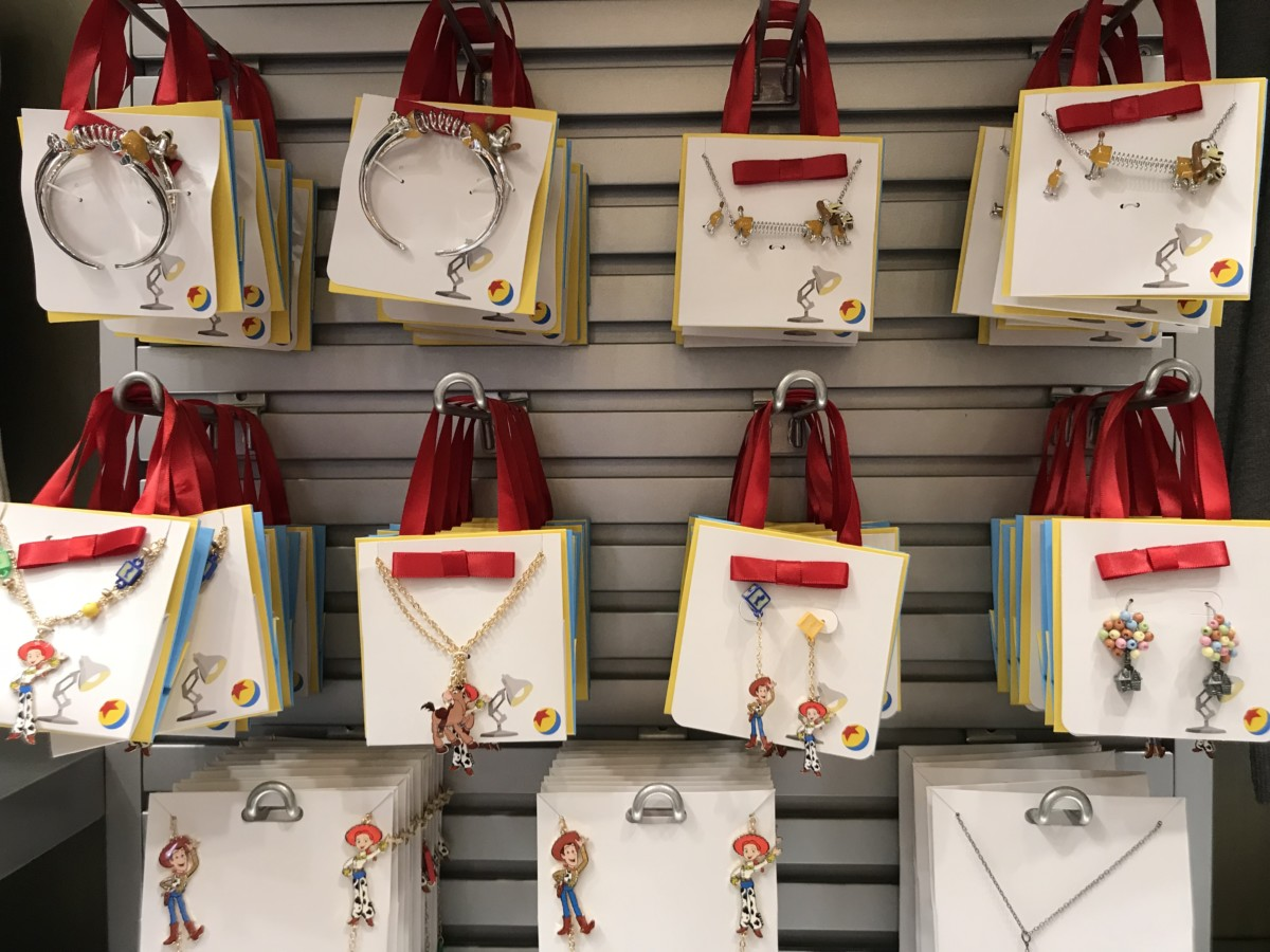 Browse the New Store, Tinseltown Trinket, at Disney's Hollywood Studios! #DisneyStyle 2